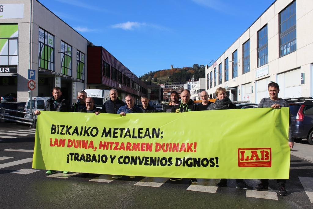 Sindikatuko delegatuak Gernika-Lumoko industria gunean