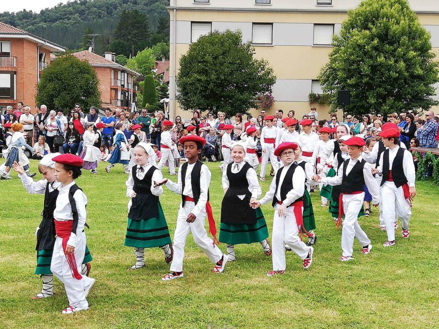 Busturialdeko dantzari txikien eguna forun