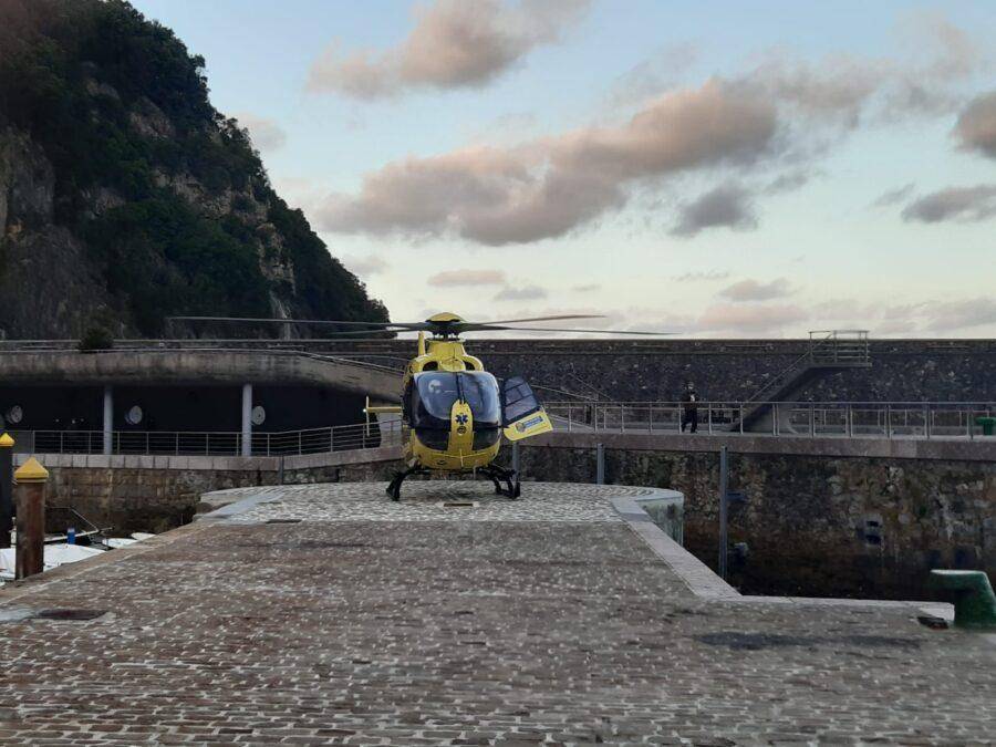 helikopteroa lurra hartzen